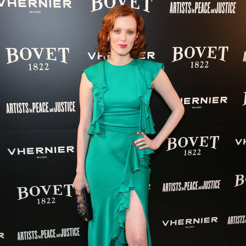 Karen Elson mixes all of her cosmetics together